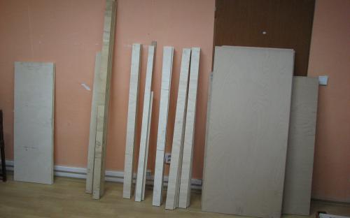 V původní místnosti máme již připravený materiál na stavbu nového kolejiště