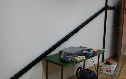 Montáž ocelového rámu na nábytek