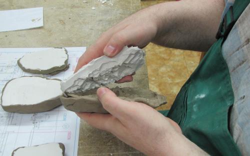Odlévání skal - vyjímání odlitku z formy
