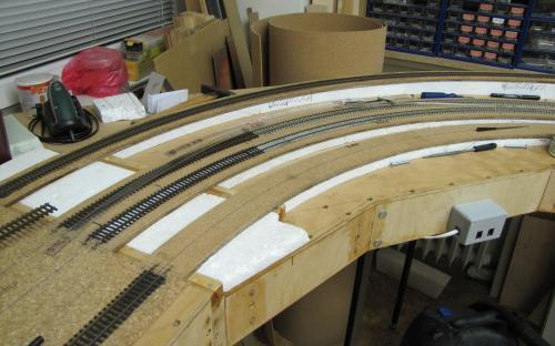 Výroba dílu Tr02-01 - pokládka kolejí