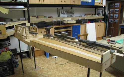 Výroba dílu Tr02-03 - stavba základu tratí