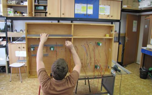 Elektroinstalační práce na dílu Sve-04