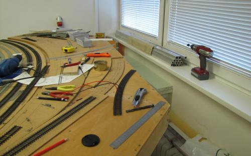 Pokládka koleje - příprava oblouku kolejí