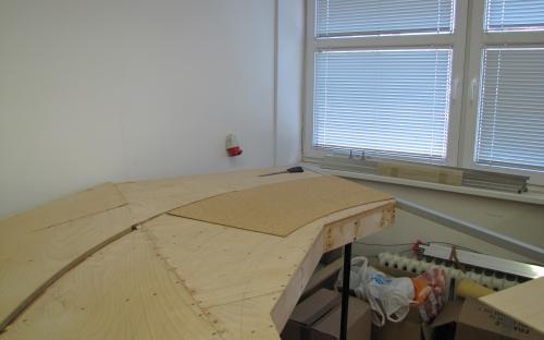 Stavba dílu Sve-02 - příprava podkladního korku