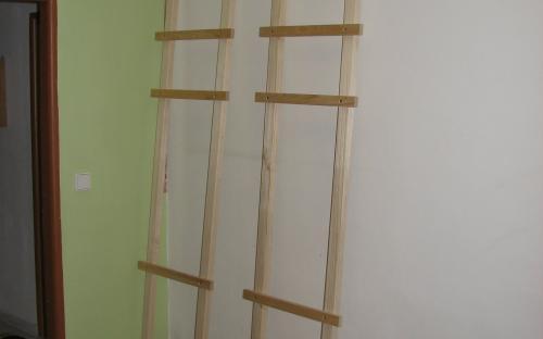 Stavba regálů v komoře