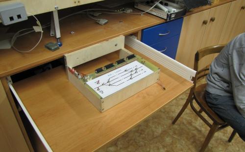 Nový šuplík na elektroniku ovládacího pultu žst. Ledeč