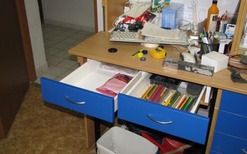 Nové šuplíky pod deskou pracovního stolu