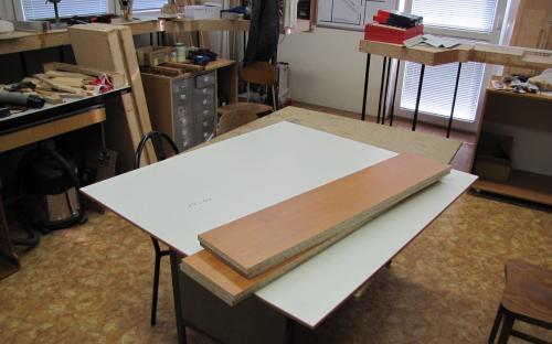 Materiál na výrobu korpusu vitríny