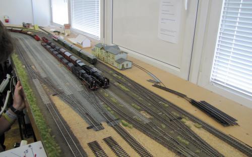 Dva manipulační vlaky ve Světlé připravené k odjezdu