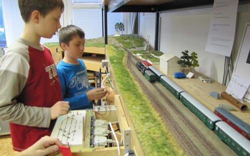 Výpravčí řídí provoz ve stanici