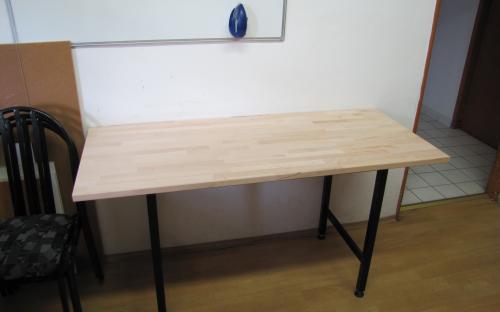 Hotový stůl po úpravě rozměrů rámu s novou deskou