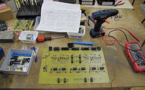 První verze zabezpečovacího zařízení - tranzistory a relé