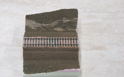 Diorama - posyp hlínou před elektrostatickým zatravněním