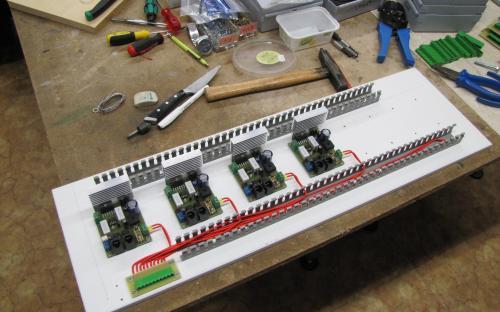 Deska napájení kolejových obvodů s osazenými SPAXy