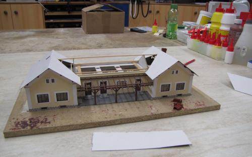 Postupné lepení základní vrstvy střechy