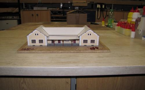 Hotová budova se základní vrstvou střechy