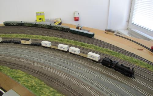 Vlak s náladem lodních motorů Burmeister & Wain a másla z Dánska
