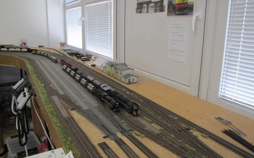 Čilý provoz ve Světlé - na koleji K3 a K5 jsou čtyři nákladní vlaky