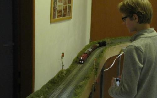 Trať Brod - Světlá - vlak před vjezdovými návěstidly do Brodu