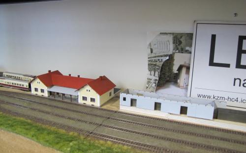 Zdivo budovy skladiště na základech rampy v Ledči