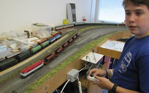 Ze stanice Světlá vyjíždí vlak s vozy Sas pro náklad šterku ...
