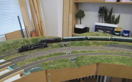 ... a jiný vlak již vjíždí z lokálky od Ledče do Světlé