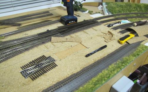 Od této křižovatky jsem začal  vyrábět dvojitou kolejovou spojku s překřížením