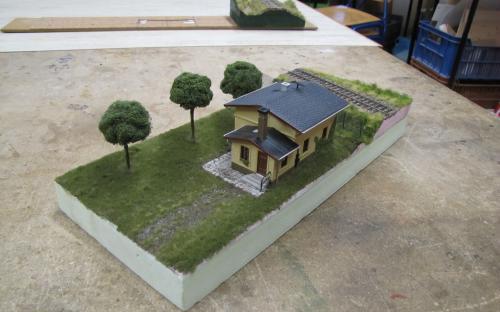 Starší žáci - hotové malé diorama  s budovou