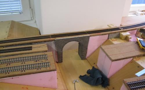 Na nový most byla položena traťová kolej
