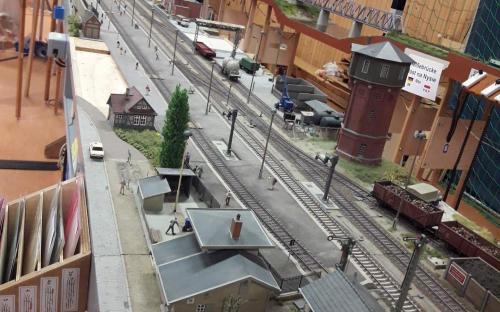 Pěkně propracovaná stanice Rehrbrück