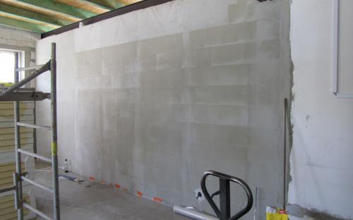 Nová příčka v pokračování původní vnitřní stěny pracovny našeho KŽM.