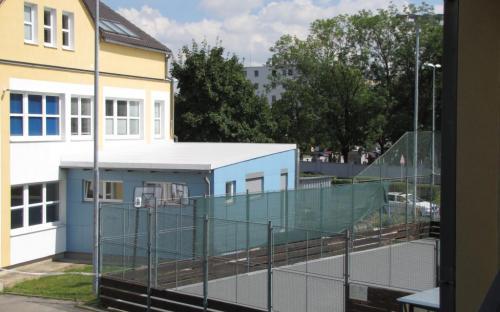Hotová přístavba pavilonu A - (pohled z ochozu pavilonu B).