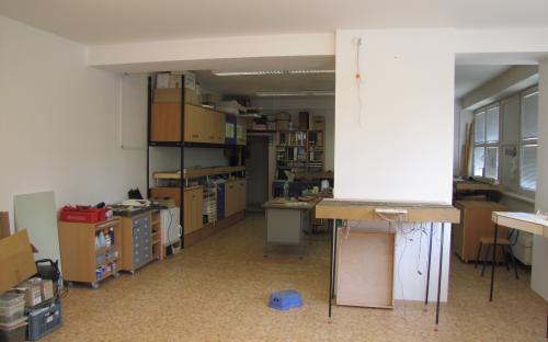 Pohled z nové do staré části pracovny našeho KŽM