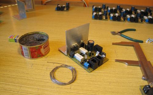 ... a pájím na ně jednotlivé součástky a montuji chladiče