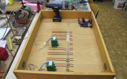 Elektrická instalace - Propojení levých a pravých částí kolejí.