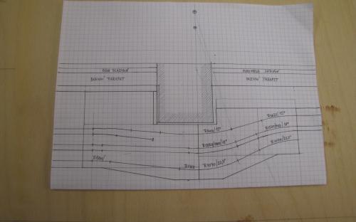 Detailní plánek dílů kolejiště kolem betonového sloupu