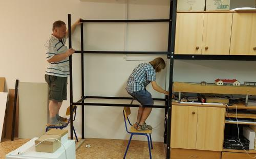 Znovu si stavíme regál po jeho rozšíření .